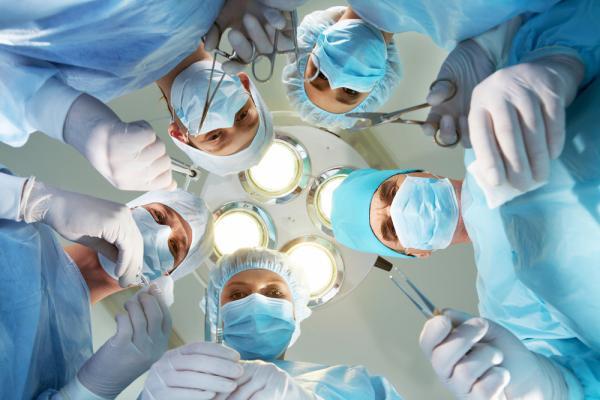 Cysty na jajnikach – kiedy trzeba operować?