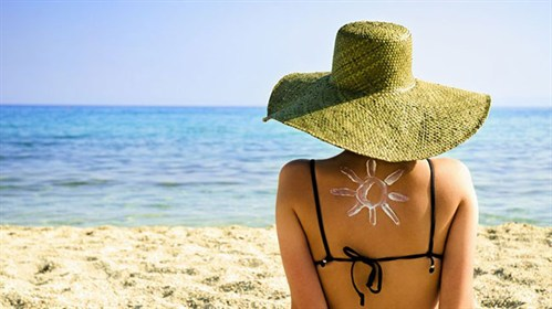 Wakacyjny flirt ze słońcem, czyli zasady bezpiecznego opalania